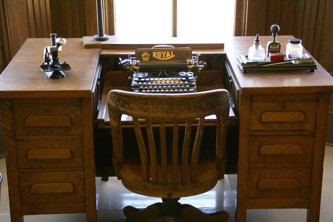 Bureau met schrijfmachine